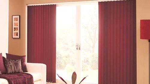 06032d7e24654 Jedna z hlavních rolí v interiéru je dána textilnímu designu místnosti.  Kreslení na oknech slouží jako konečná, ale velmi důležitá mrtvice, která  tvaruje ...