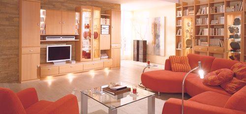 3dfa1647b9c2 Sklenený stôl je ústrednou postavou v interiéri modernej obývačky .