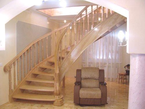 Świeże Projekty i zdjęcia drewnianych schodów w prywatnym domu: 3 rodzaje TD59